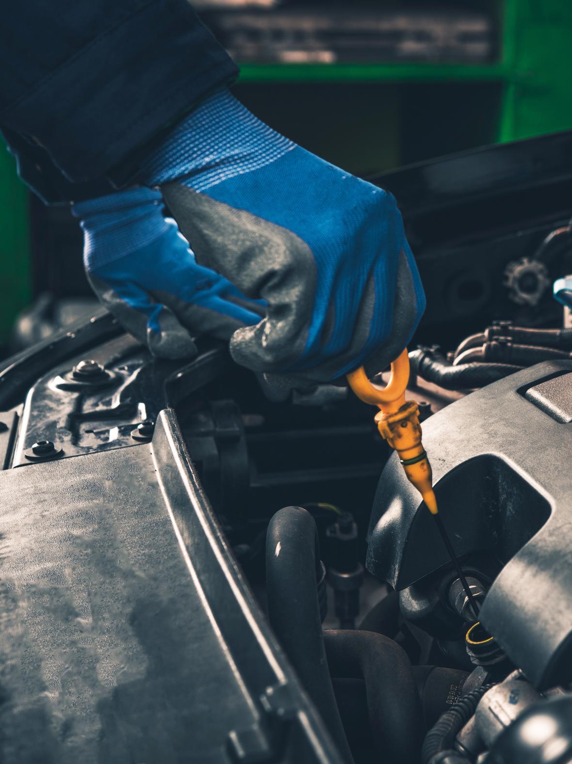 Motoröl überprüfen